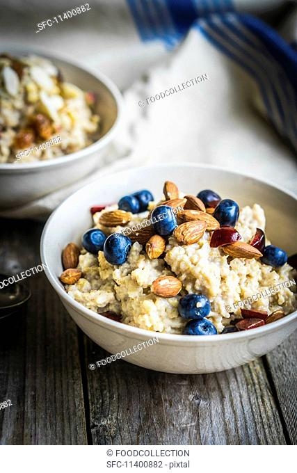 Porridge with blueberries and almonds