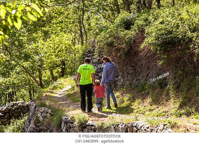 Camí de la Santeta. Taull. Vall de Boí. lleida, Spain