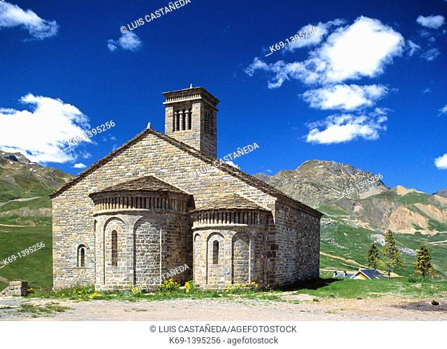 Mozarabic church from century XI located in Formigal: This church belonged to the town of Basaran, located in the region of Sobrepuerto, but after being left