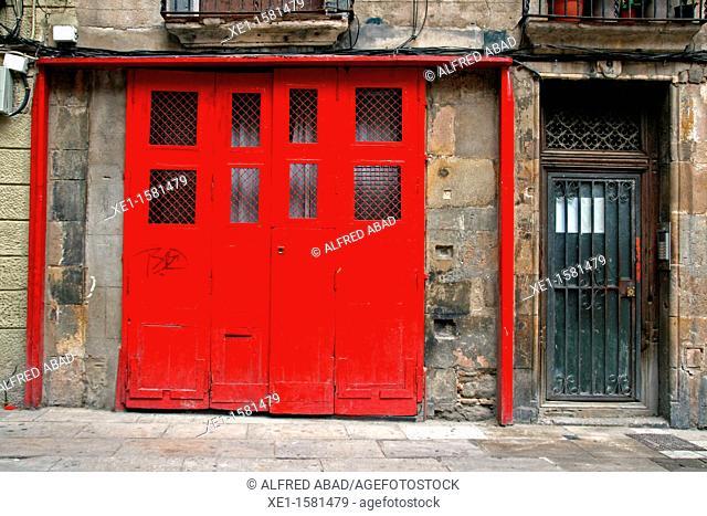 red portal, Sant Just square, Gothic Quarter, Barcelona, Catalonia, Spain