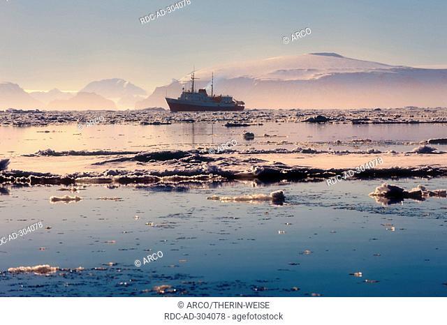 Cruise ship, Weddell Sea, Antarctica