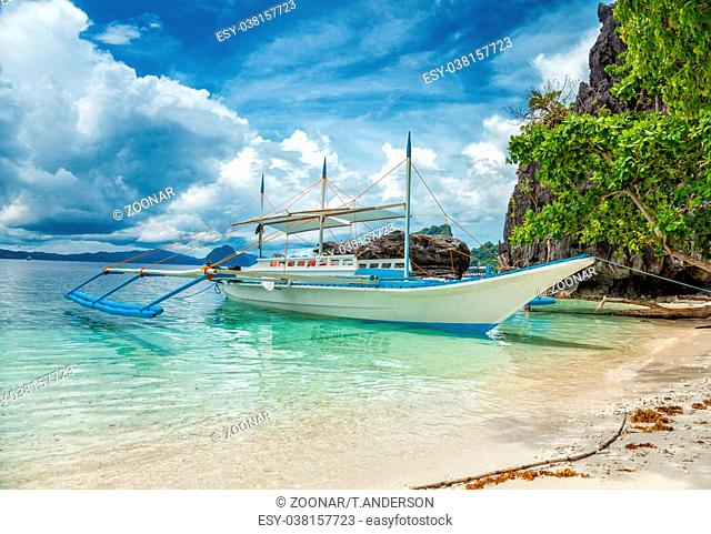 Traditional boat used for island hopping in El Nido