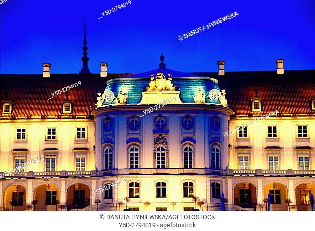 Royal Castle seen from Vistula riverside, Warsaw, Poland, Europe