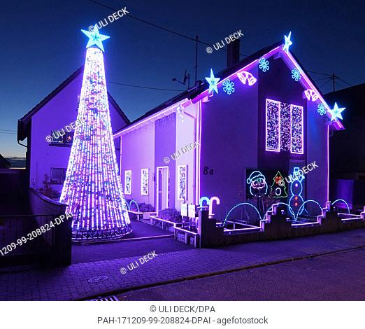 A house is decorated with some 30,000 LED lights for the Christmas season in Karlsruhe, Germany, 7 December 2017. Paired with music the light show proves to be...
