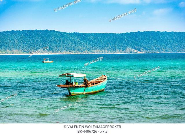 Traditional long-tail boat in turquoise sea, Long Beach, Sok San Village, Koh Rong Island, Krong Preah Sihanouk, Sihanoukville, Cambodia