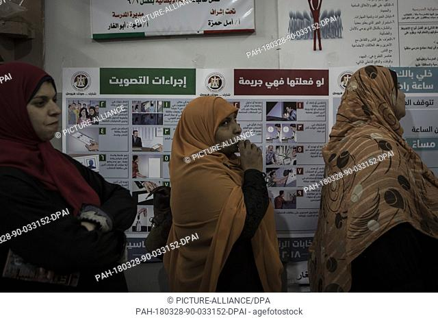 dpatop - Egyptian women queue before voting on the 3rd day of the 2018 Egyptian presidential elections, at a polling station in Monufia, Egypt, 28 March 2018