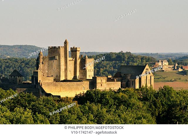 France, Perigord, Dordogne, Beynac-et-Cazenac, castle, 13 th  century, on the bank of the Dordogne river