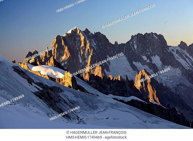France, Haute Savoie, Chamonix Mont Blanc, Aguille Verte (4122m), Droites (4000m), Moine (3412m)