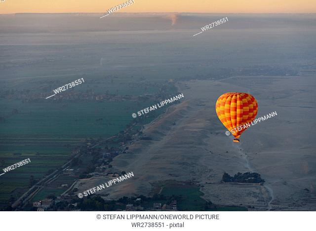 Egypt, New Valley Gouvernement, balloon flight over Luxor