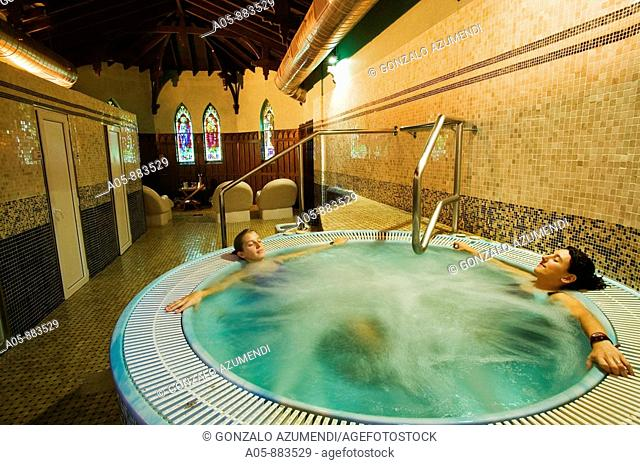 Jacuzzi in spa, Lierganes. Pas-Miera, Cantabria, Spain