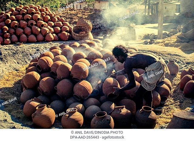 Potter baking pots, Yadadri Bhuvanagiri, Telangana, India, Asia
