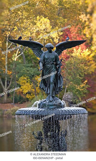 Bethesda Fountain, Central Park in autumn, New York, USA