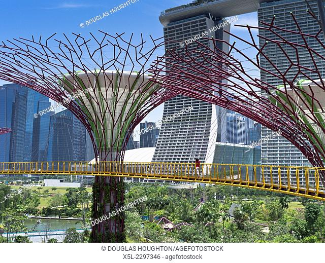 Supertree Grove GARDEN BY THE BAY SINGAPORE Supertrees vertical