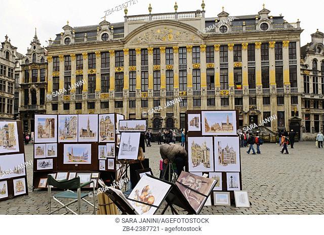 Street painter and the Maison des Ducs de Brabant, Grand Place or Grote Markt, UNESCO World Heritage Site, Brussels, Belgium, Europe