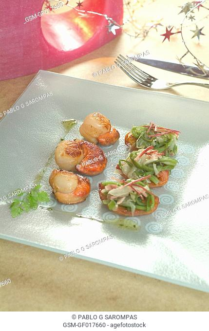 Sautéed scallops with green beans and crystallized tomato