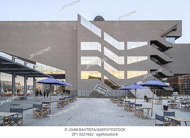 Modern architecture, building Disseny Hub Barcelona, bu MBM arquitectes, side view. Barcelona