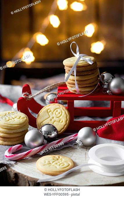 Christmas decoration with miniature sledge and shortbread