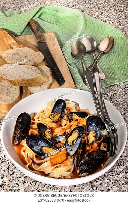 mediterranean mussels with tomato sauce, tagliatelle and baguette