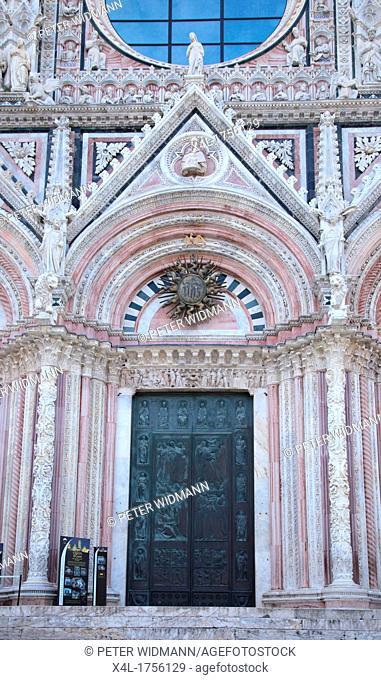 Italy, Tuscany, Siena, Piazza del Duomo, the Cathedral, Santa Maria Assunta, a UNESCO World Heritage Site