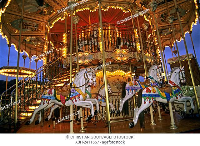 merry-go-round at Trocadero, 16th arrondissement, Paris, Ile de France region, France, Europe