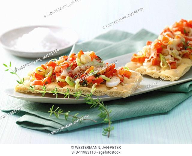 Gratinated peppers on bread with spring onions