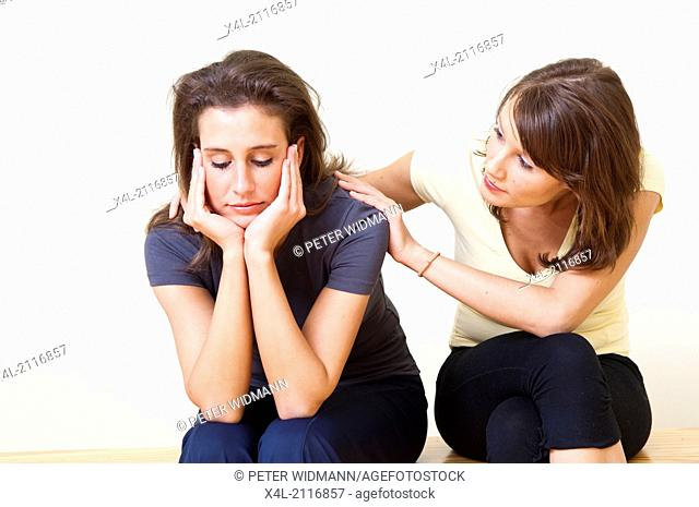 young woman consoling her friend (model-released)