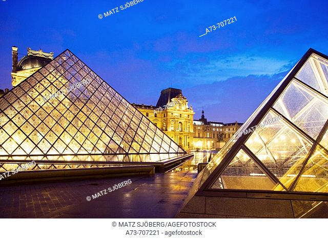 Musee du Louvre (Louvre Museum), the Pyramid and the exterior, Paris. France