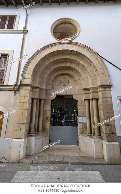 portal de la iglesia de les Trinitàries, neoromanico, 1916, obra del constructor Guillem Barceló, Felanitx, Mallorca, balearic islands, Spain