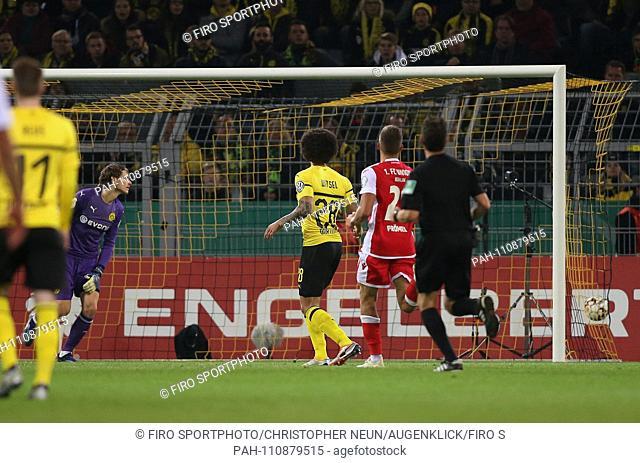 firo: 31.10.2018, football, DFB Pokal, season 2018/2019, BVB, Borussia Dortmund - Union Berlin, goal to 2: 2, Marwin HITZ, BVB Borussia Dortmund, Axel WITSEL