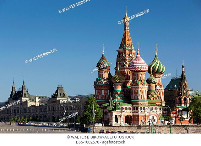 Russia, Moscow Oblast, Moscow, Red Square, Saint Basils Cathedral, morning