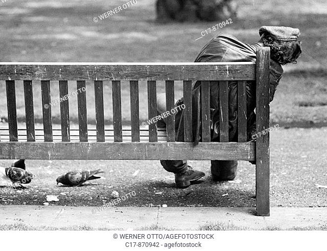 Seventies, black and white photo, people, homeless man sits on a bench and sleeps, aged 30 to 50 years, Great Britain, England, London