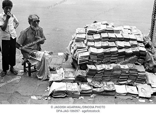 Man pavement book seller Mohammed Ali road Mumbai Maharashtra India Asia 1976