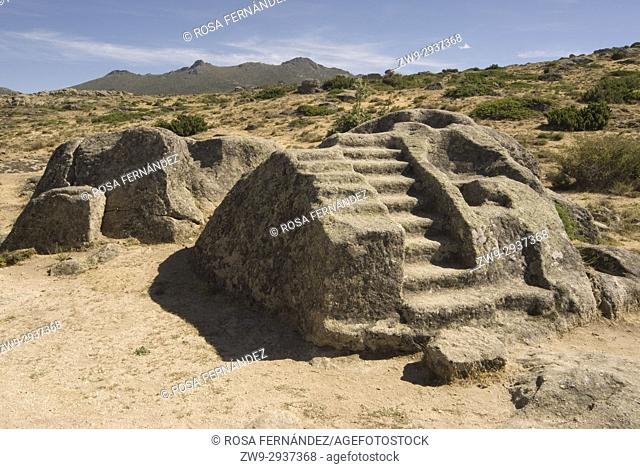 Primitive altar for sacrifices sculpted in a granite block, Castro de Ulaca, Villaviciosa, Ávila, Castilla y Leon, Castile, Spain