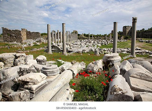 The agora was built in the 2nd century AD. It was a huge structure, originally consisting of a courtyard surrounded by colonnades containing shops