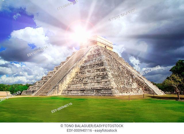 Chichen Itza Kukulkan Mayan pyramid sun beam Mexico Yucatan