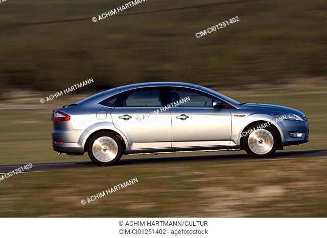 Ford Mondeo 2.5 T, model year 2007-, silver, driving, side view, country road
