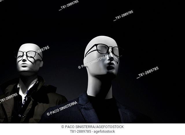 Mannequins with glasses, Contact Us, Spain