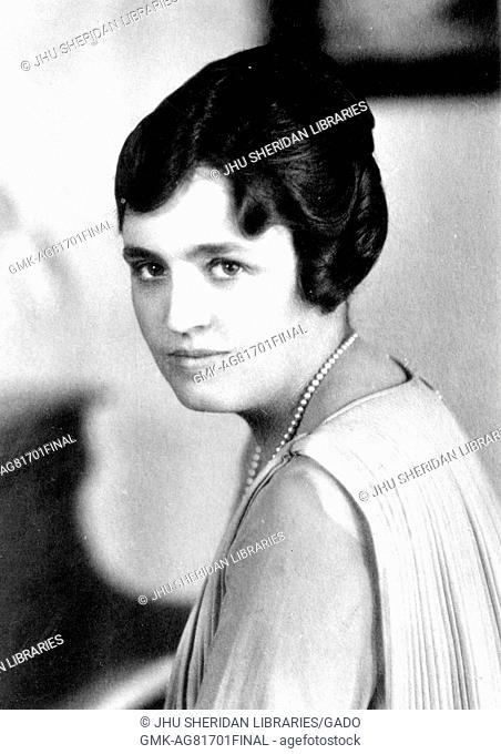 Shoulders up portrait of female Johns Hopkins University graduate Sara Porter Fitzgerald age 22, 1910