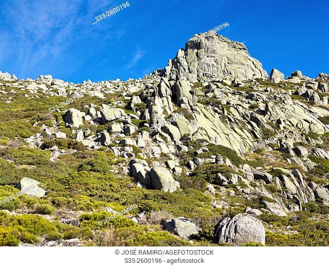 Round cliff in the Sierra de la Paramera, Navandrinal, Avila province, Castilla-Leon, Spain