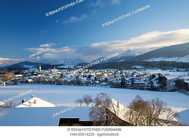 Deutschland, Bayern, winterliches Panorama über Teisendorf im Rupertiwinkel