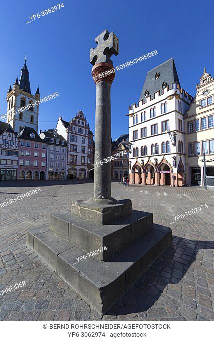 market place with market cross, Steipe and und St Gangolfâ. . s church, Trier, Rhineland-Palatinate, Germany