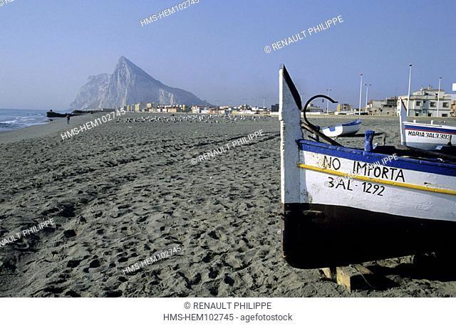 Spain, Andalusia, Linea de la Conception, the beach (Gibraltar rock behind)