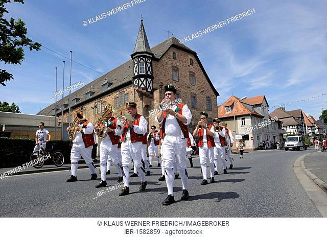 Brass band in traditional costumes from Schwalm, Salatkirmes fair, Ziegenhain, Schwalmstadt, Schwalm-Eder-Kreis district, Upper Hesse, Hesse, Germany, Europe