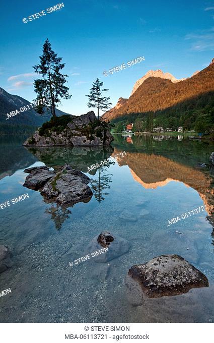 Sunrise on the Hintersee (lake)