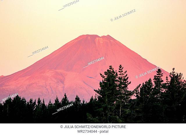 New Zealand, North Island, Manawatu-Wanganui, Tongariro National Park, Tongariro Crossing, Mount Doom