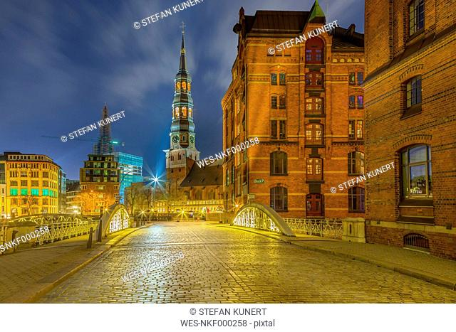 Germany, Hamburg, St. Catherine's Church in the old Warehouse District at night
