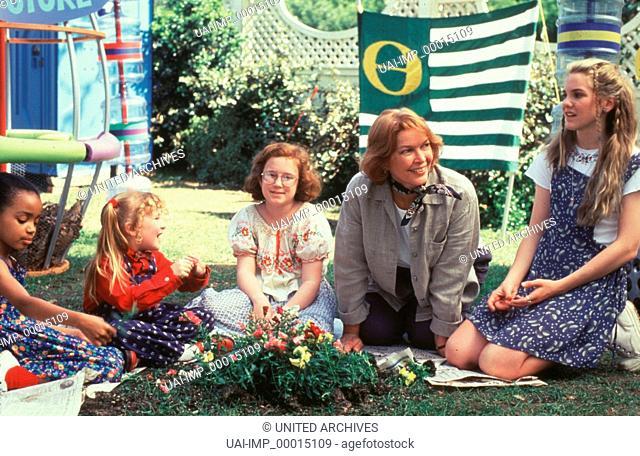 Angriff der Schnullerbrigade, (THE BABY-SITTERS CLUB) USA 1996, Regie: Melanie Mayron, ZELDA HARRIS (li), ELLEN BURSTYN (4
