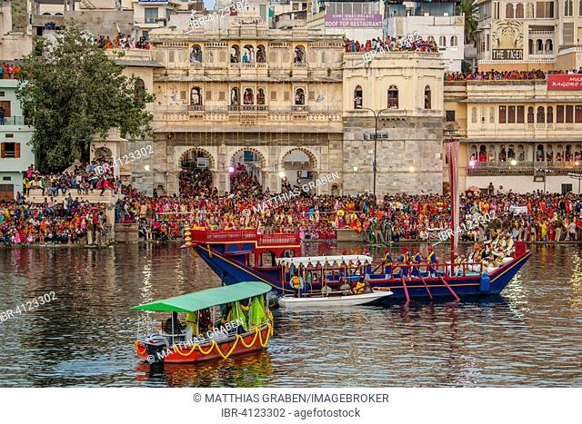 Mewar Festival, a festival women in celebration of Lord Shiva and his wife Parvati at Gangaur Ghat on the banks of Lake Pichola, Udaipur, Rajasthan, India