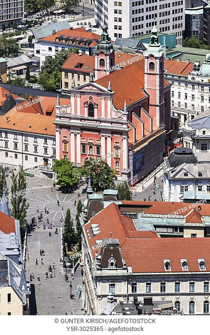 View over the old town of Ljubljana to the Franciscan church (Franciskanska cerkev) and to the bridge Tromostovje (Three Bridges)