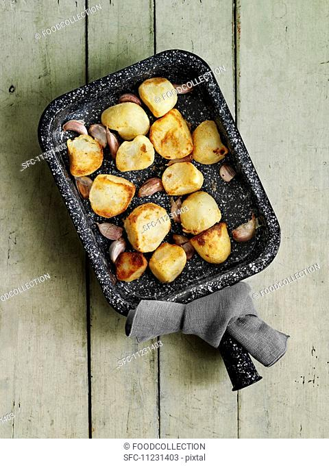 Roast potatoes with garlic (view from above)